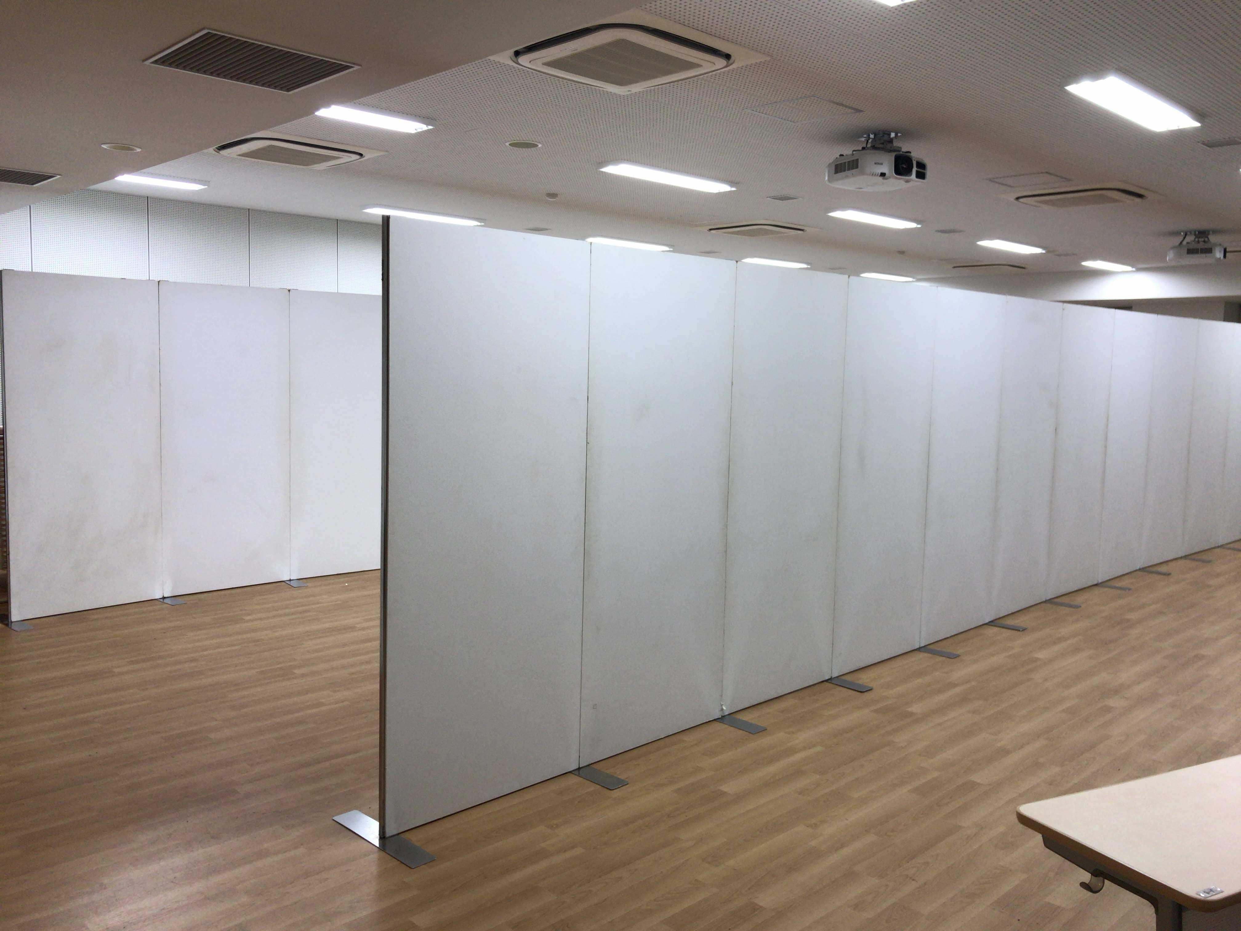 画鋲使用可能パネルなら神奈川イベント会社