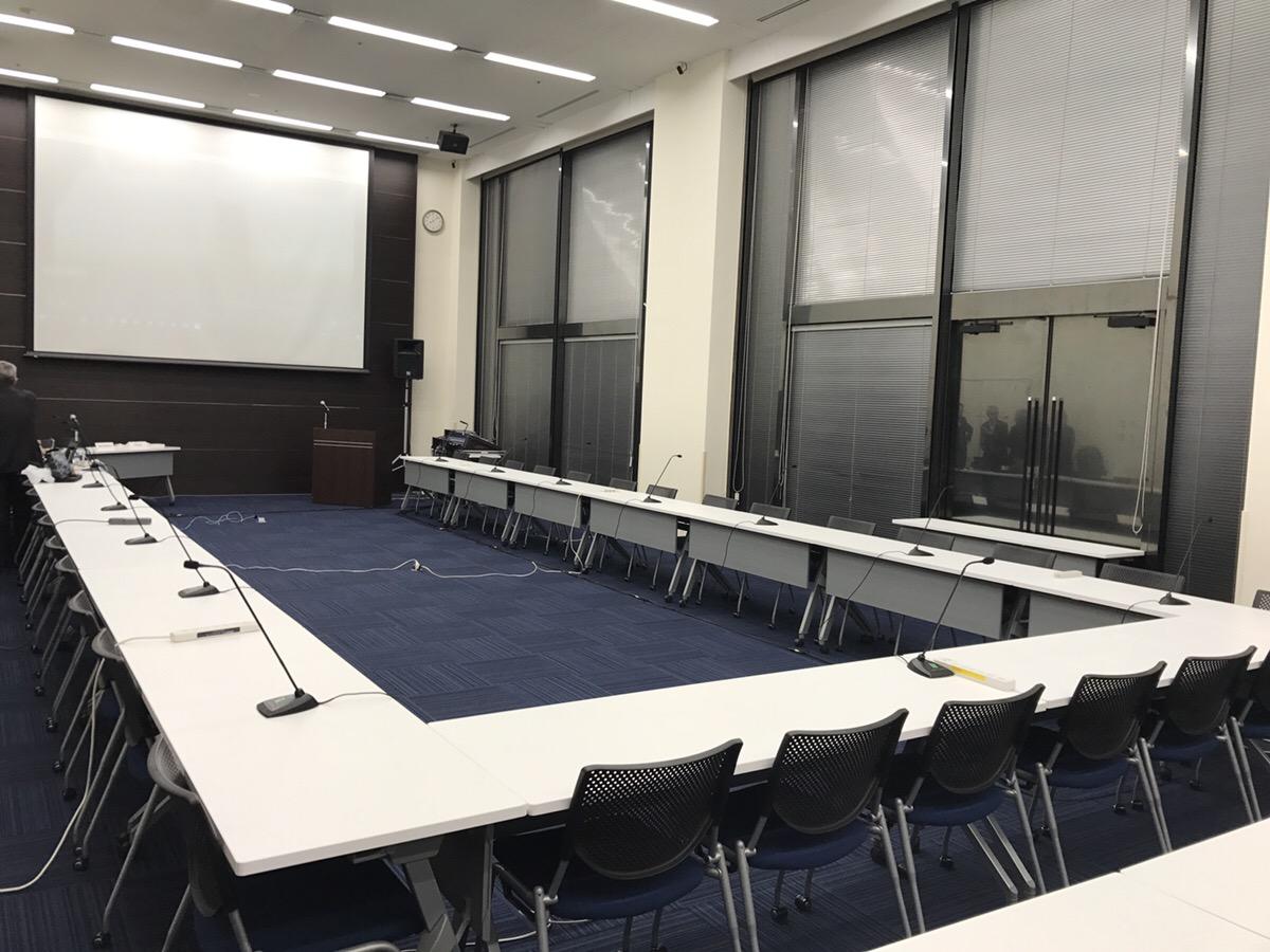 16本の会議用マイクの設営なら神奈川イベント会社