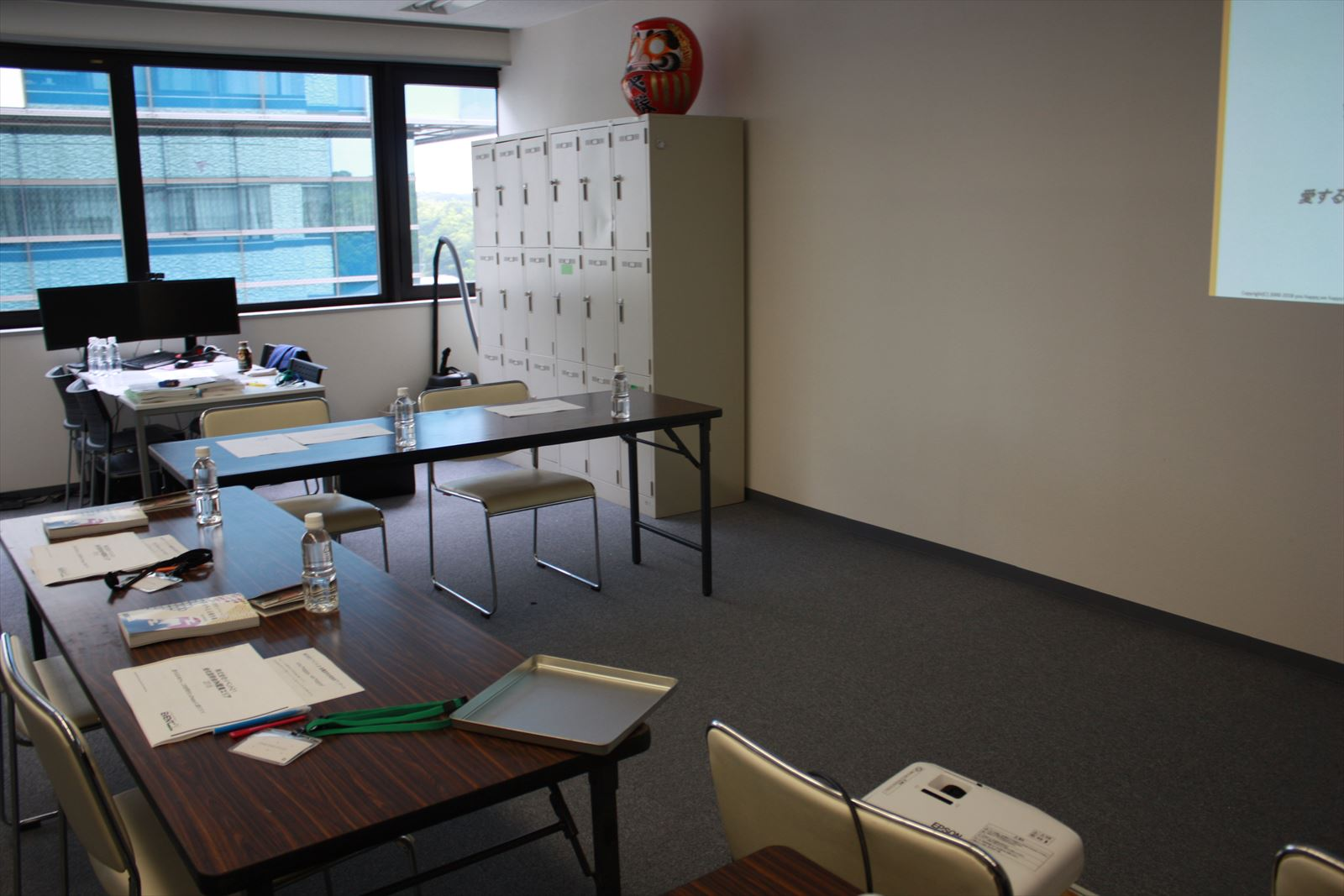 会社説明会でも使用できる人気のテーブルと椅子なら神奈川イベント会社!