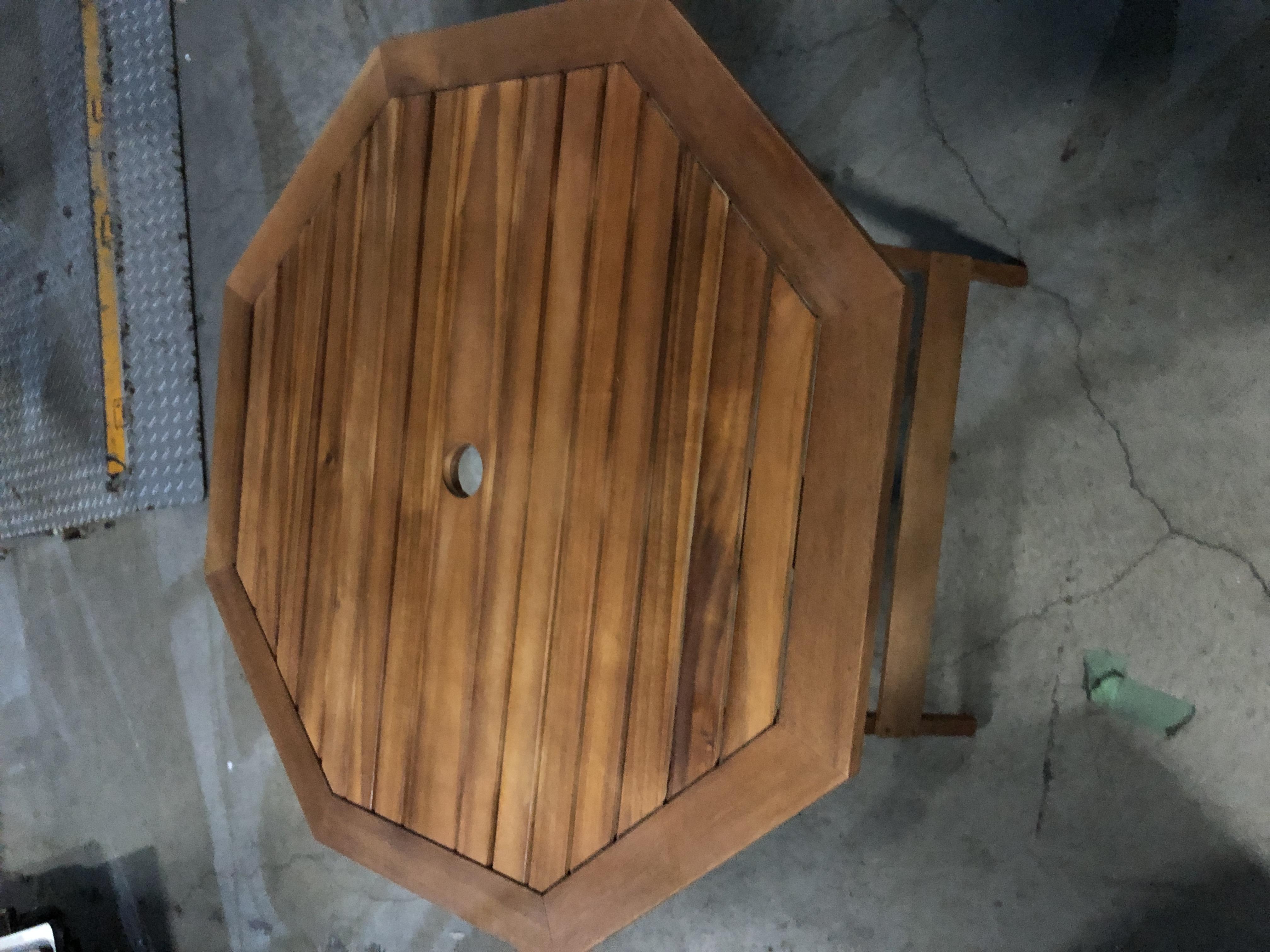 場を華やかにするパラソルテーブルなら神奈川イベント会社!